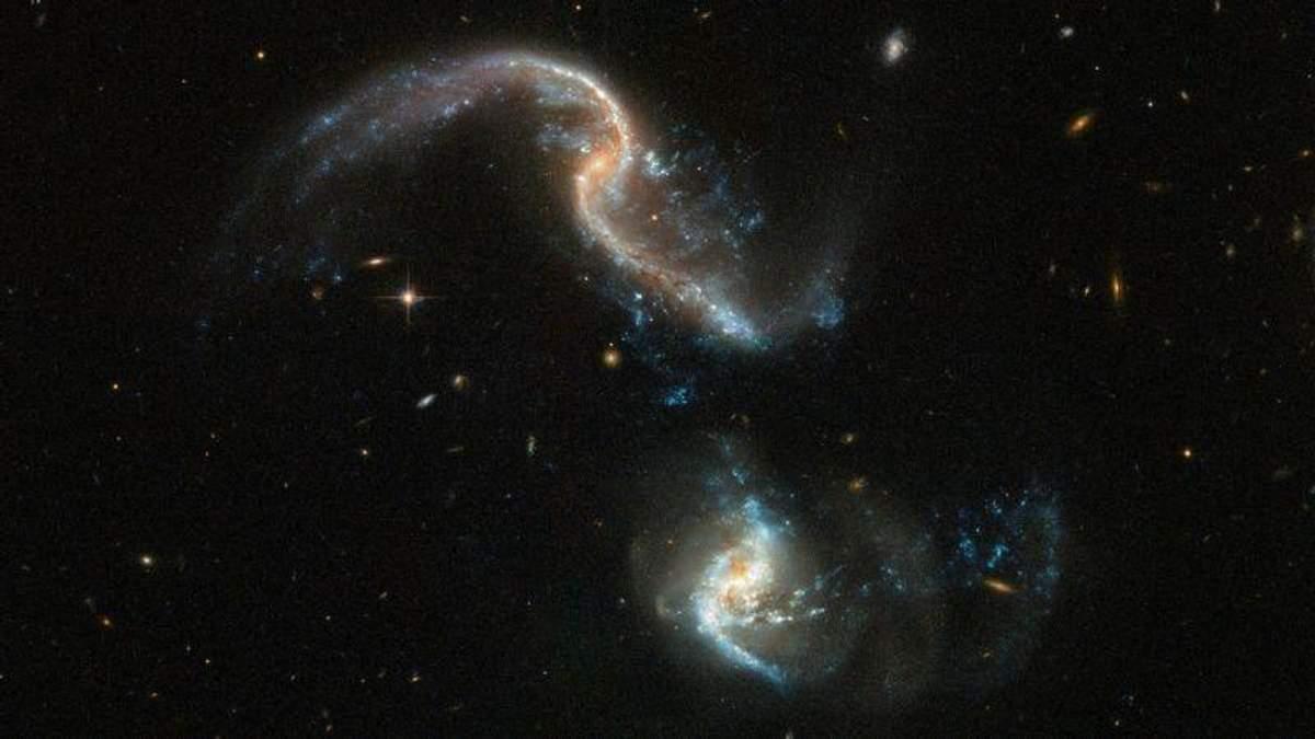 Hubble сделал редкий снимок двух галактик