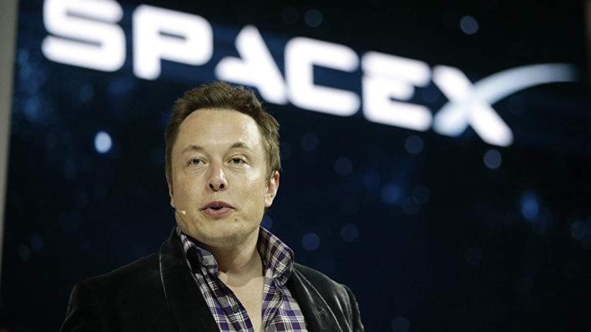 Ілон Маск видалив сторінки SpaceX і Tesla в Facebook через скандал навколо мережі