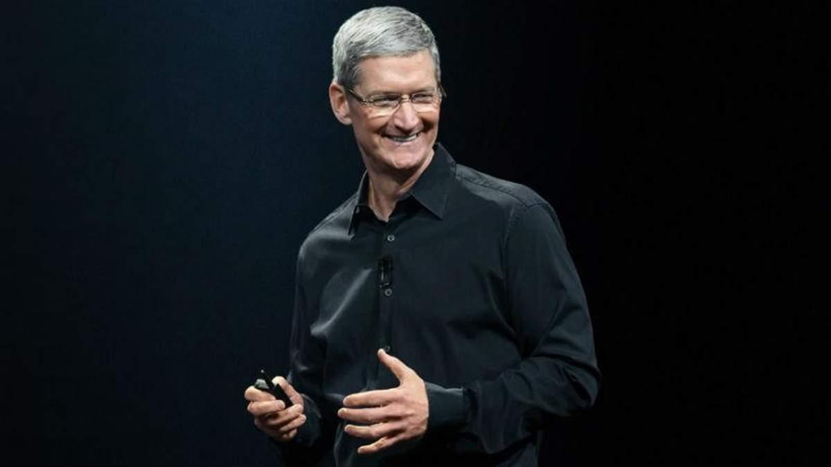Глава Apple дорікнув Цукербергу через скандал з Facebook