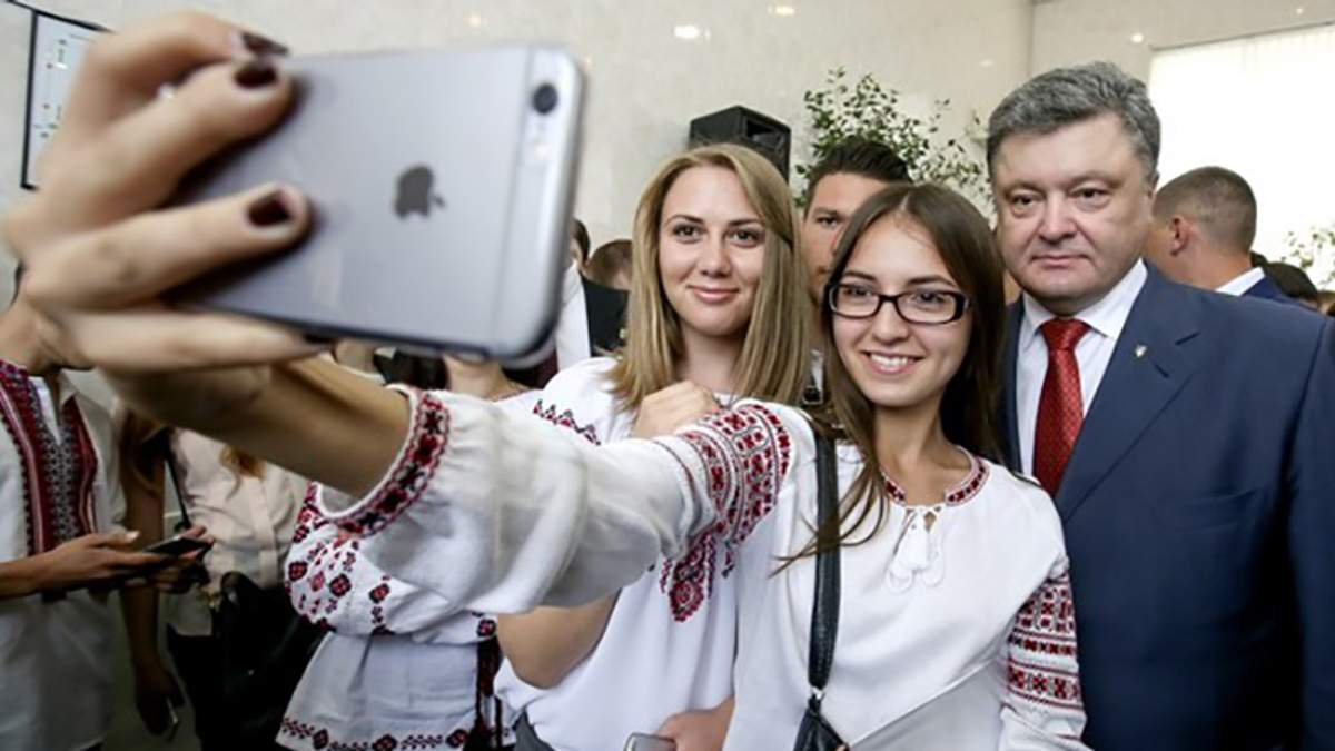 С сегодняшнего дня в Украине начала работать 4G, – Порошенко