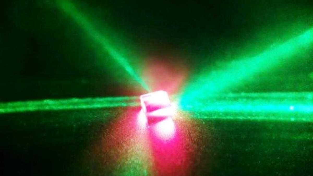 """Ученые создали уникального """"родственника"""" лазера"""