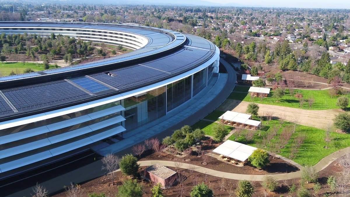 """Apple нагадала про """"вільну від польотів"""" зону над Apple Park"""