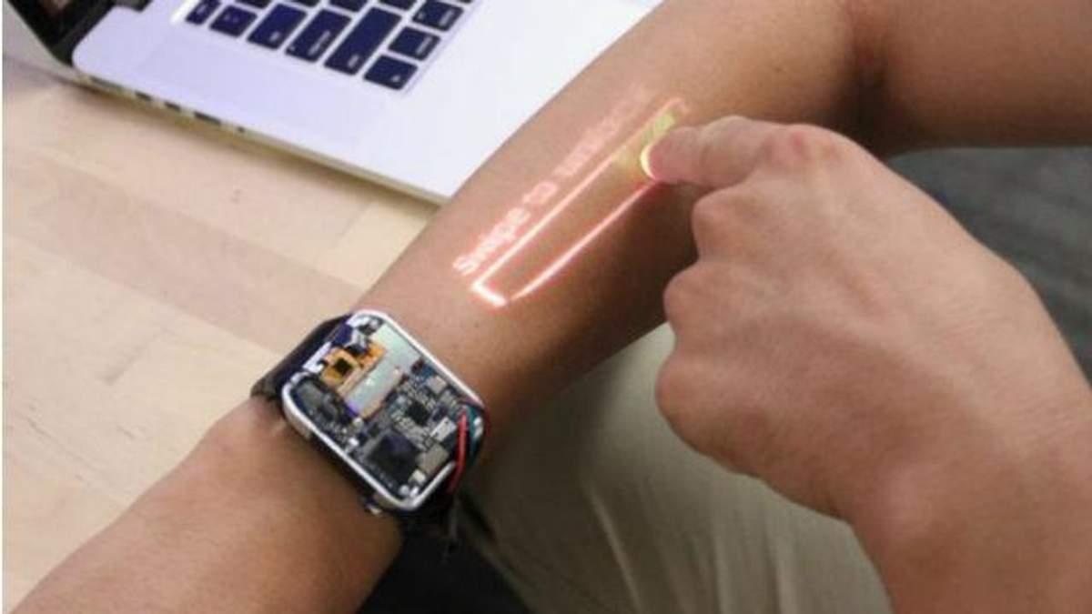 Выглядит фантастически: разработали смарт-часы с проектором - фото и видео