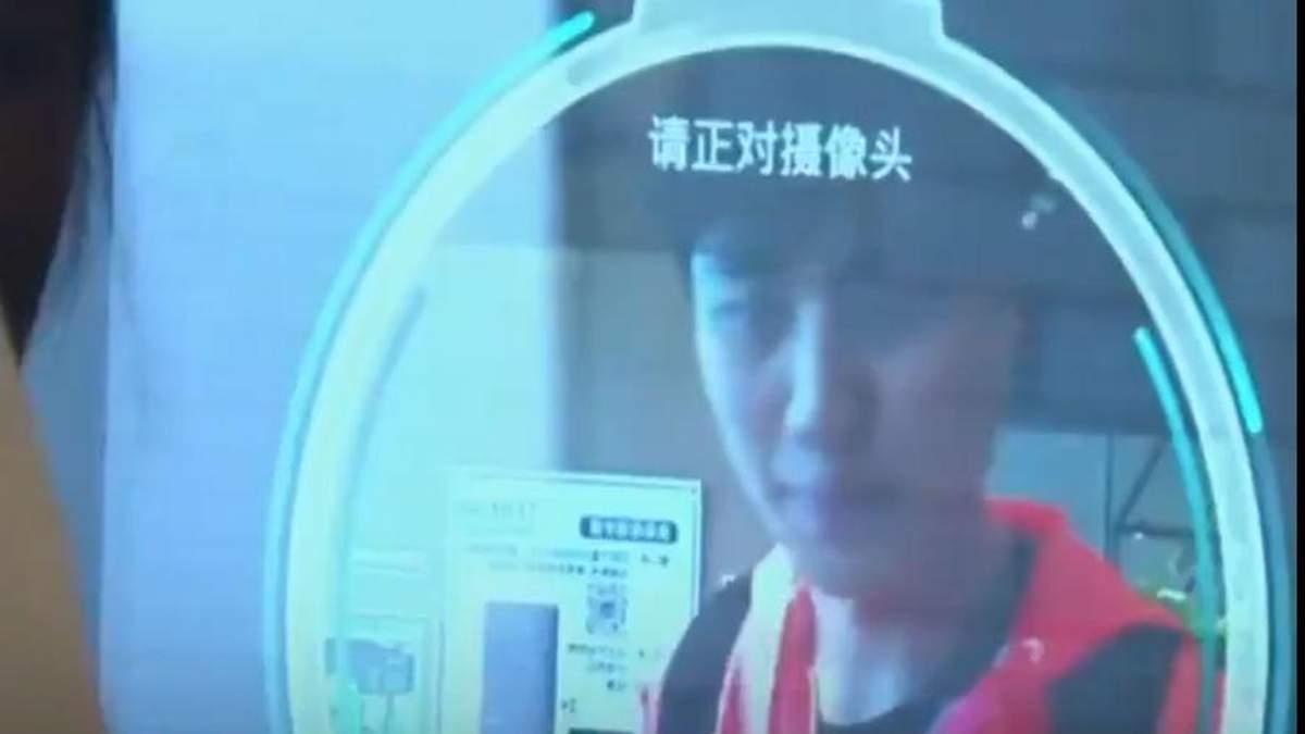 В китайских супермаркетах тестируют технологию распознавания лица: видео