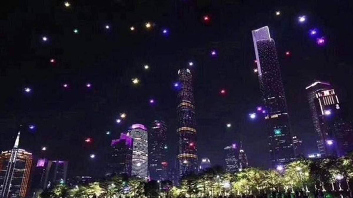 В Китаї встановили новий рекорд: 1374 дрони освітили небо над містом Сіань