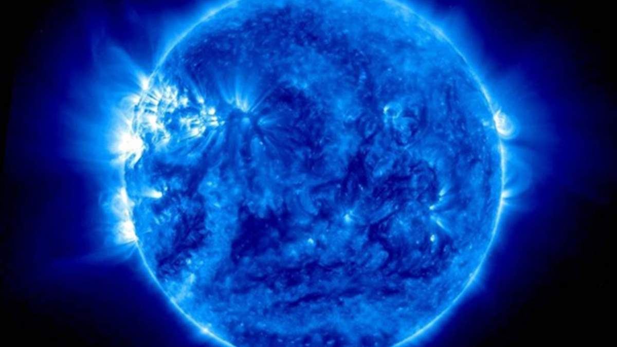 Невероятные кадры: NASA опубликовало видео, на котором у Солнца голубой цвет