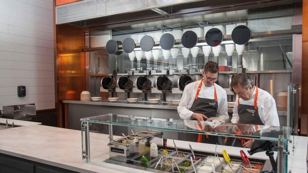 В США открыли ресторан, где приготовлением пищи занимаются роботы