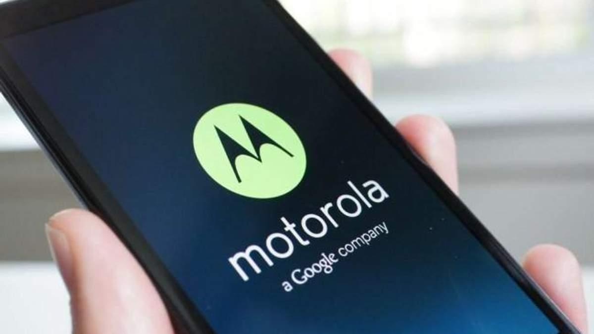 В сети появились фото патента нового гибкого смартфона от Motorola