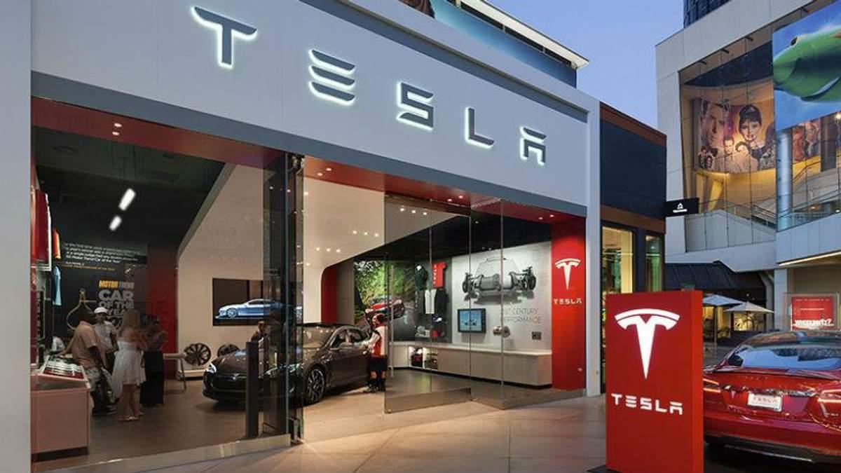 Электрокар Tesla попал в смертельную аварию