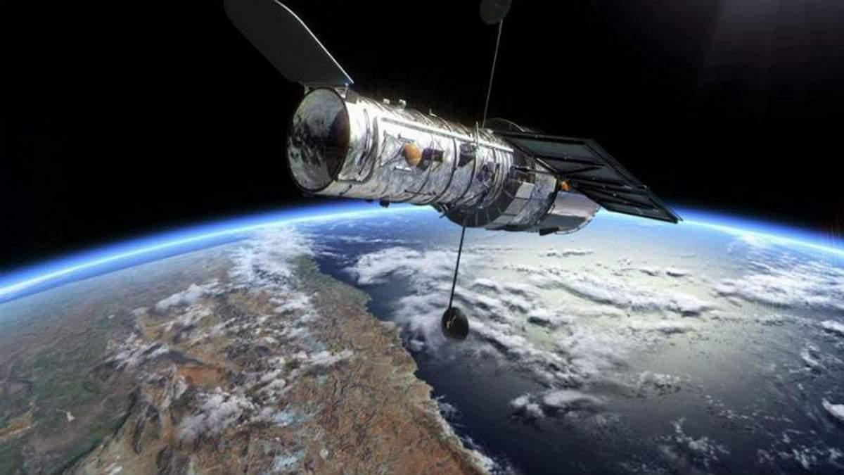 """""""Хаббл"""" сделал эффектное фото галактики, которая """"лежит на боку"""""""