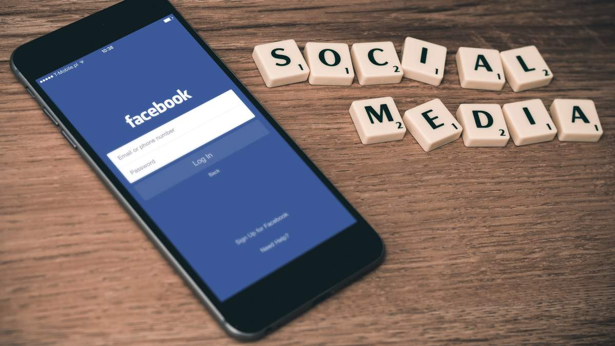 Facebook масово зупинив роботу додатків