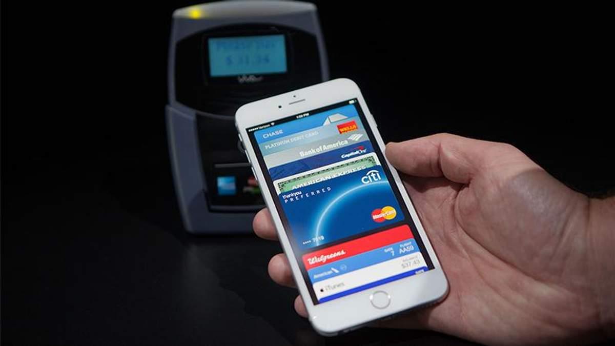 """""""Приватбанк"""" первым в Украине запустит Apple Pay"""