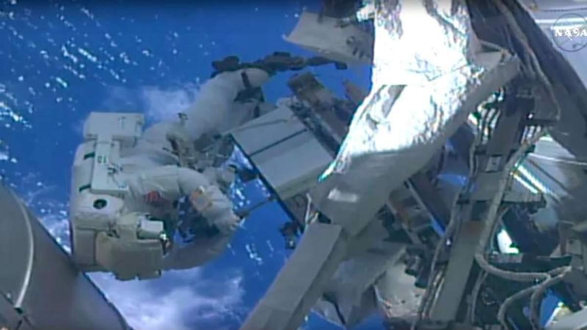 Курйоз у відкритому космосі: астронавт пошився у дурні під час прямої трансляції