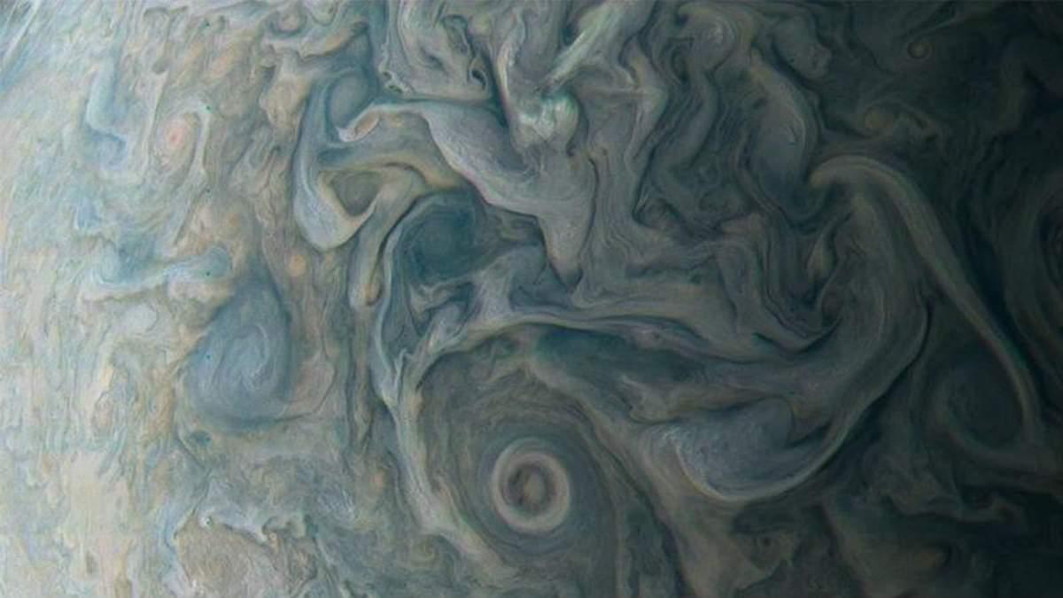 У NASA показали неймовірні фото із поверхні Юпітера