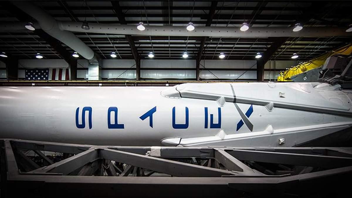 Полет космического корабля компании SpaceX перенесено на середину 2019 года