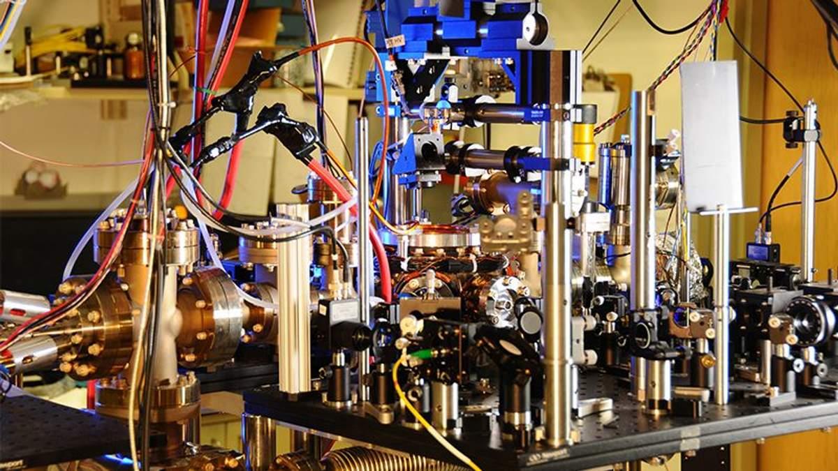 14 лет ученые наблюдали за работой атомных часов