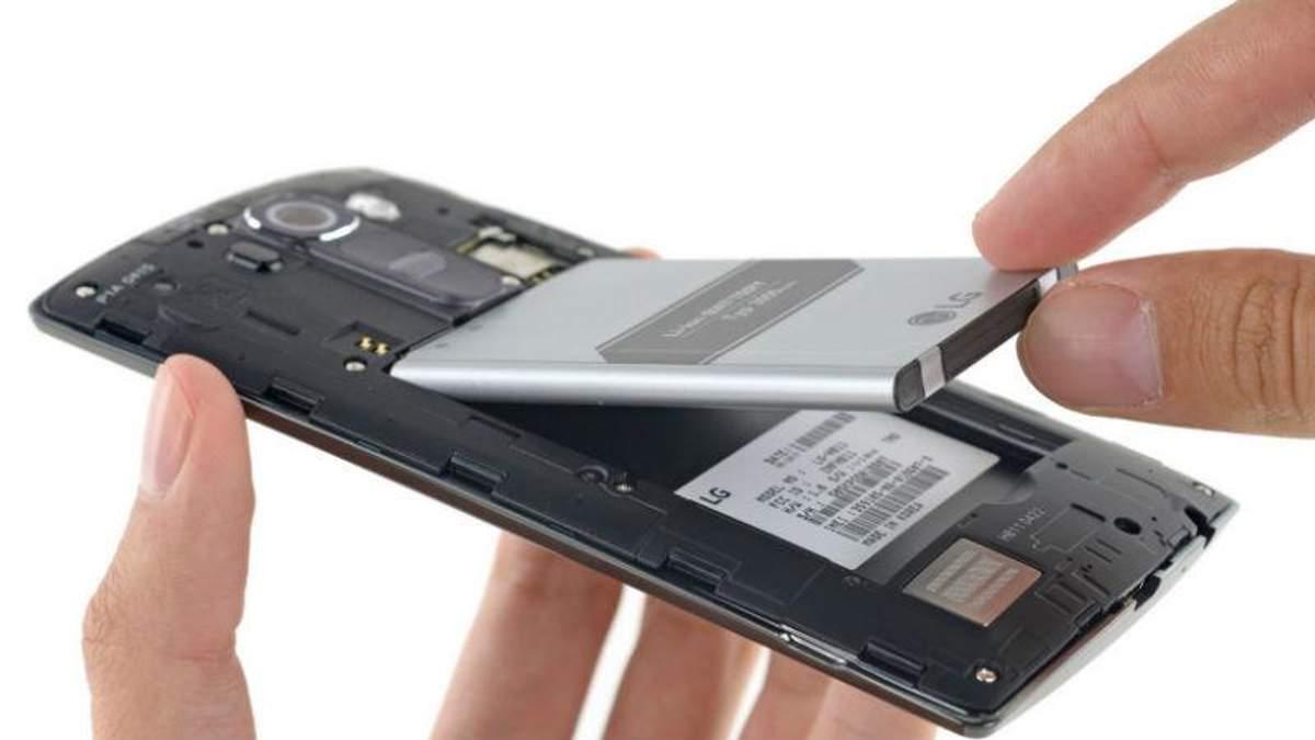 Хакери можуть зламати будь-який смартфон через акумулятор