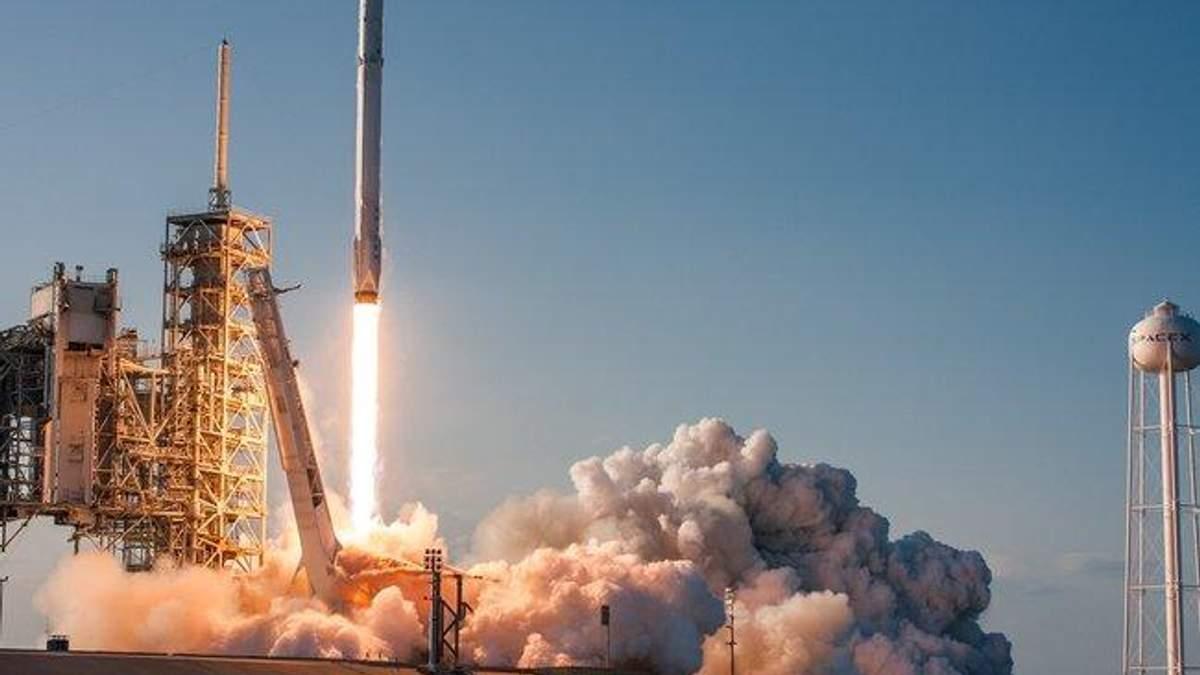 Ракета Илона Маска успешно совершила полет в космос
