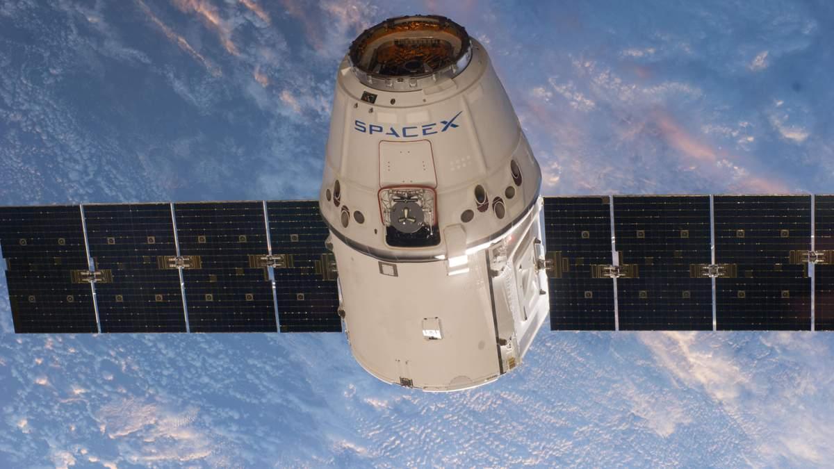 Со второй попытки SpaseX Dragon пристыковался к МКС