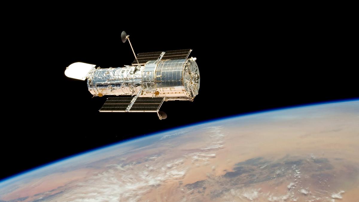 """Hubble сделал удивительное фото космического """"рождественского венка"""""""
