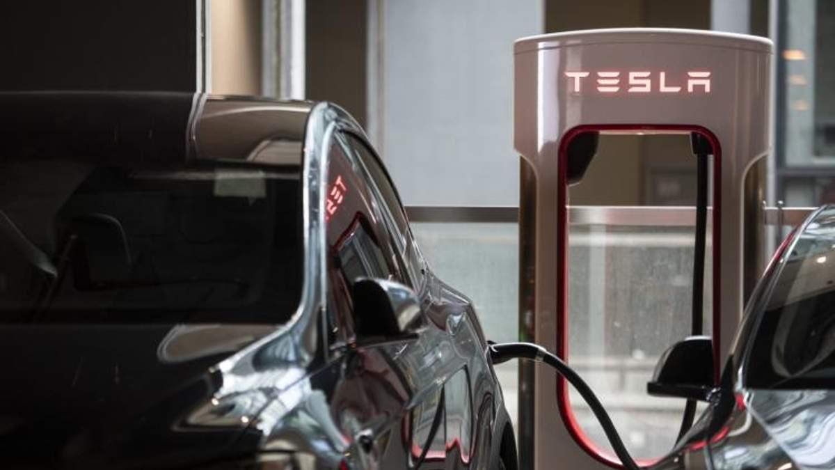 Tesla збільшить вартість електроенергії на своїх заправках Supercharger
