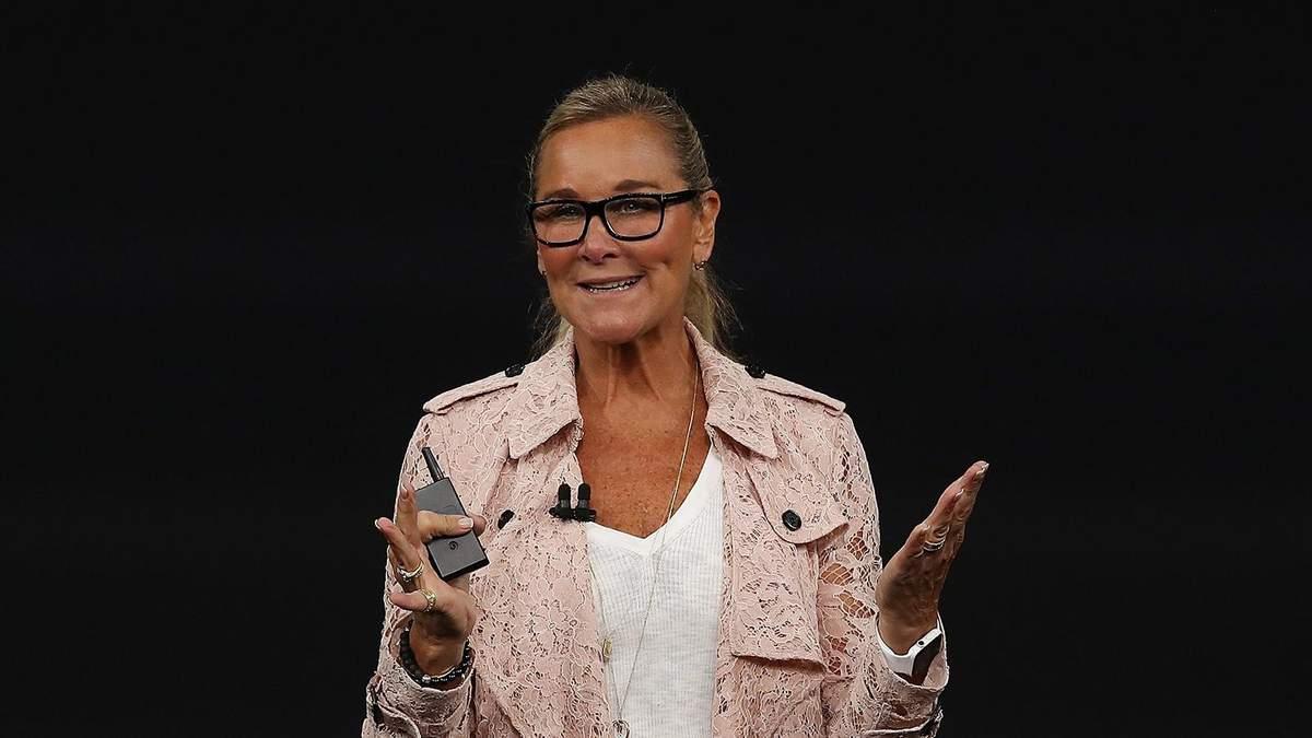 Анжела Арендс уходит с поста председателя сети Apple Store