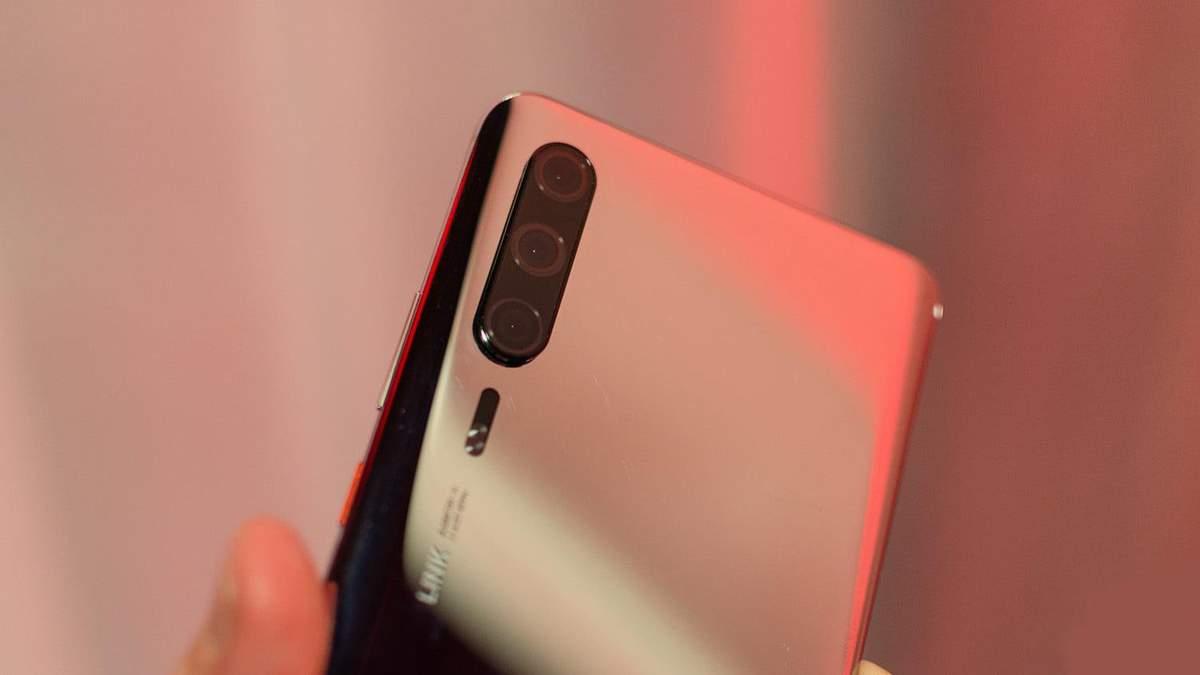 Офіційні фото підтвердили дизайн смартфонів Huawei P30 та Huawei P30 Pro