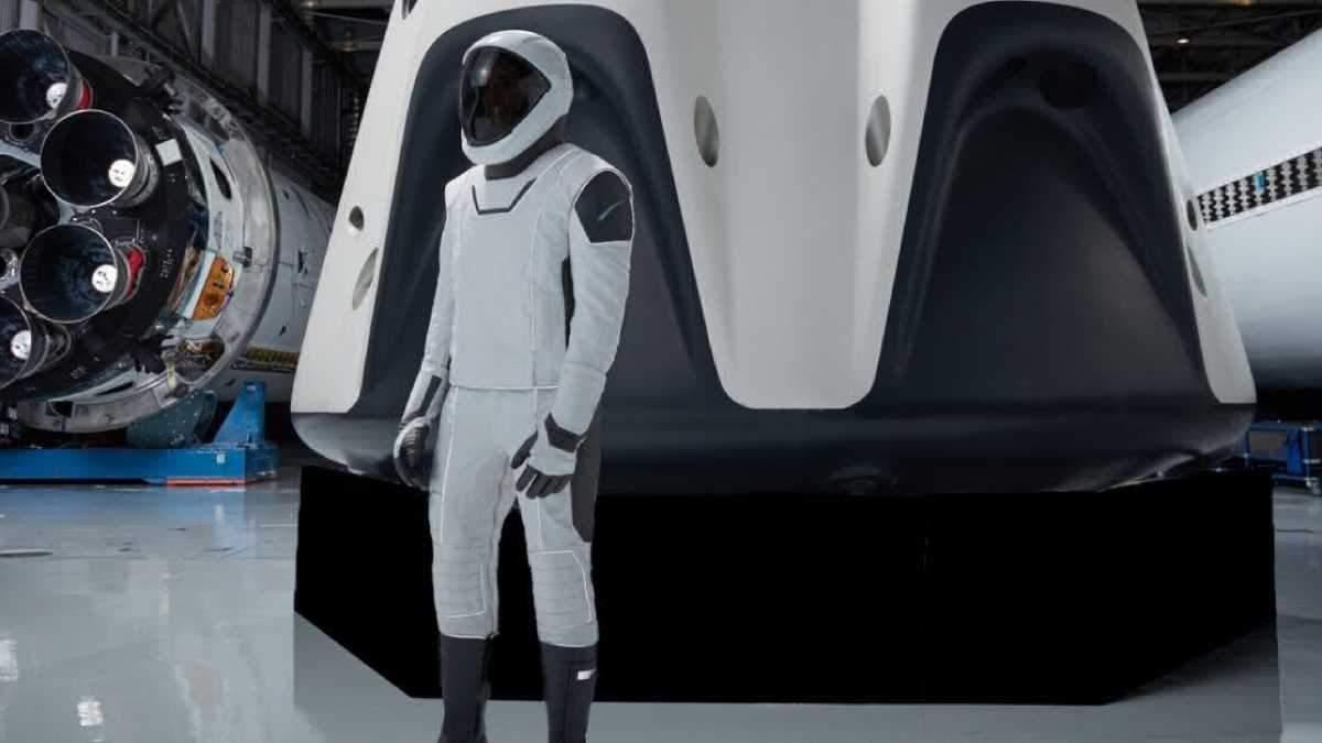 SpaceX запустит корабль Crew Dragon с женским манекеном на борту