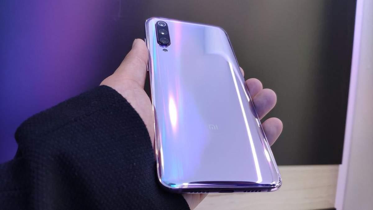 Невероятная защита: смартфон Xiaomi Mi 9 испытали на прочность