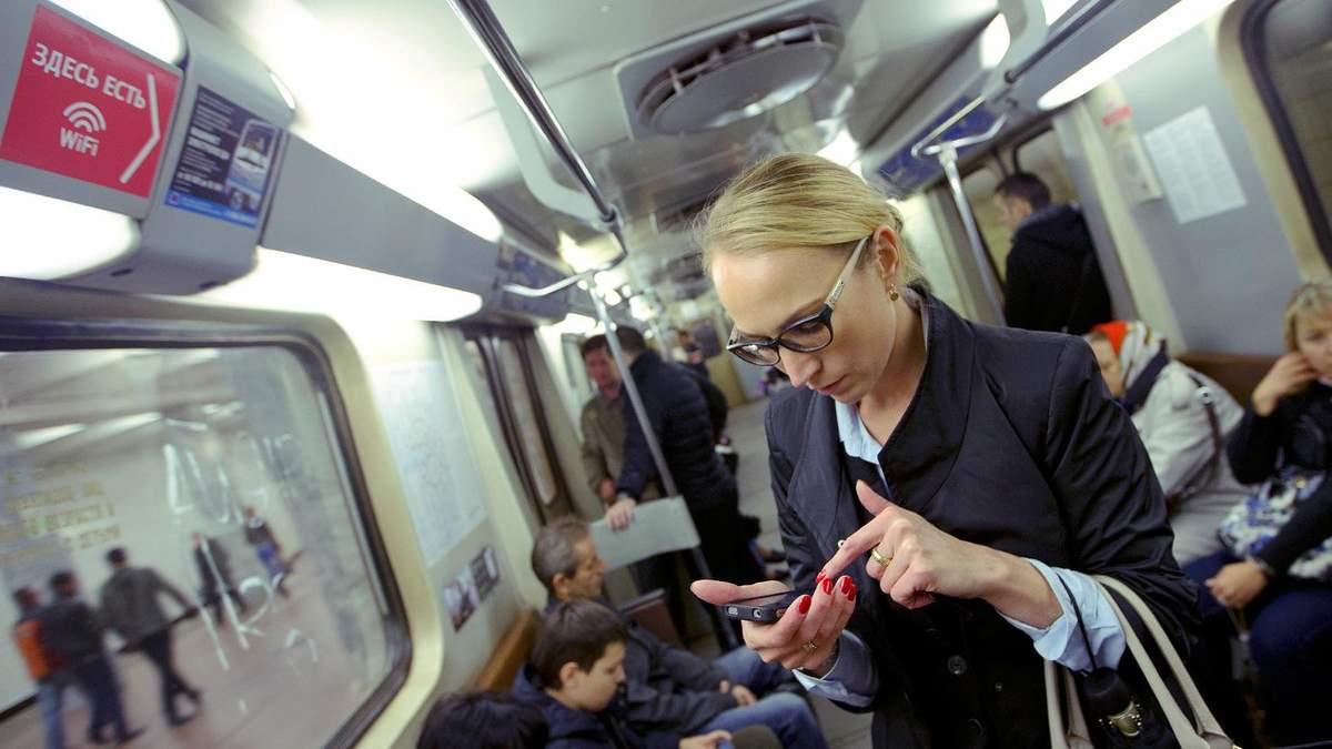 Почему по дороге на работу лучше не листать соцсети и не слушать музыку