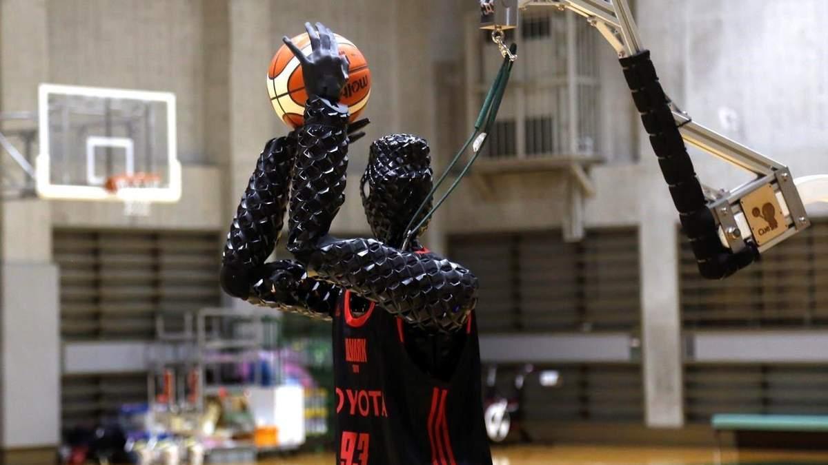 Toyota створила робота, що вміє дуже точно закидати м'яч у корзину: відео