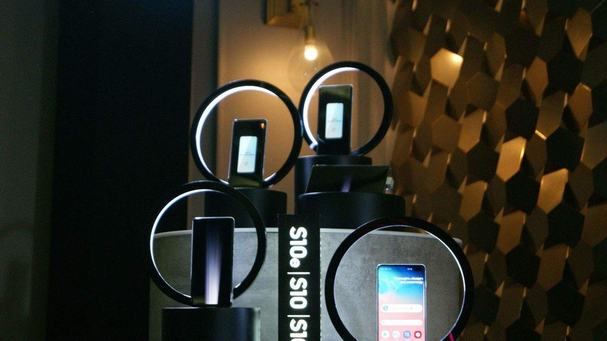 Смартфони лінійки Samsung Galaxy S10 отримали оновлення