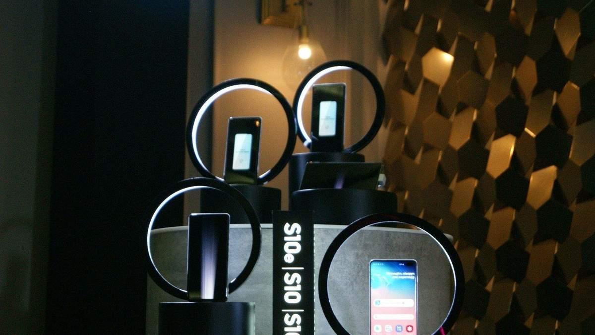 Смартфоны линейки Samsung Galaxy S10 получили обновление