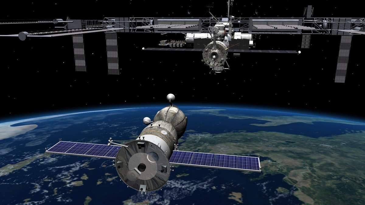 Як астронавти готуються до виходу у космос
