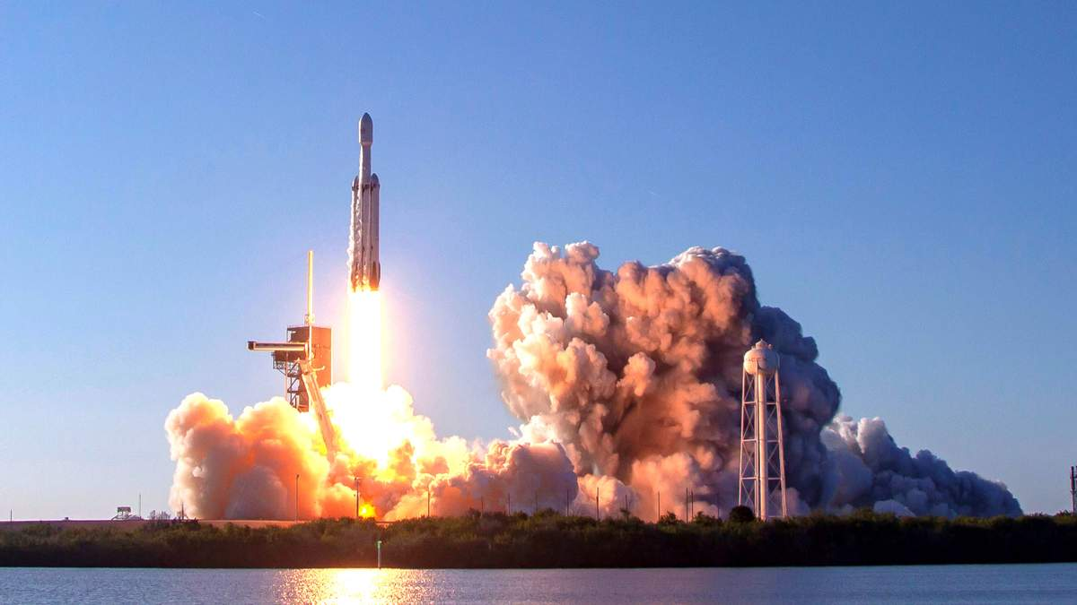 Часть ракеты Falcon Heavy потеряли в океане