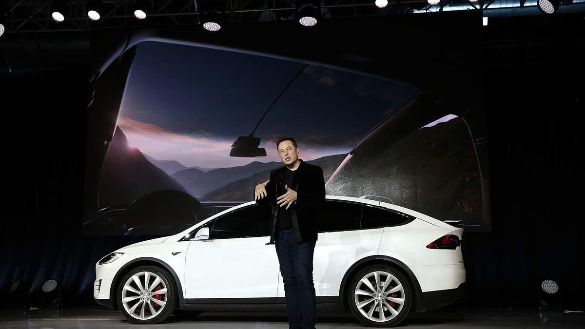 """""""Автомобілі Tesla перейдуть на повний автопілот"""": що не так із заявою Маска"""