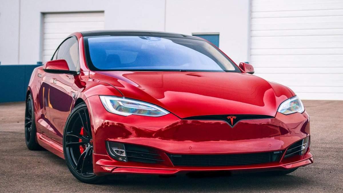 Tesla Model S вибухнула на одній із парковок Шанхая