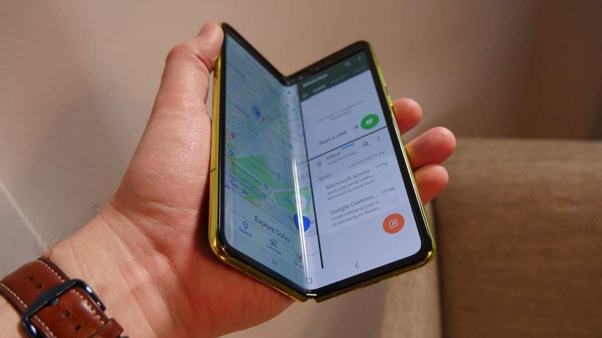 Запуск гибкого смартфона Samsung Galaxy Fold отложили: причины