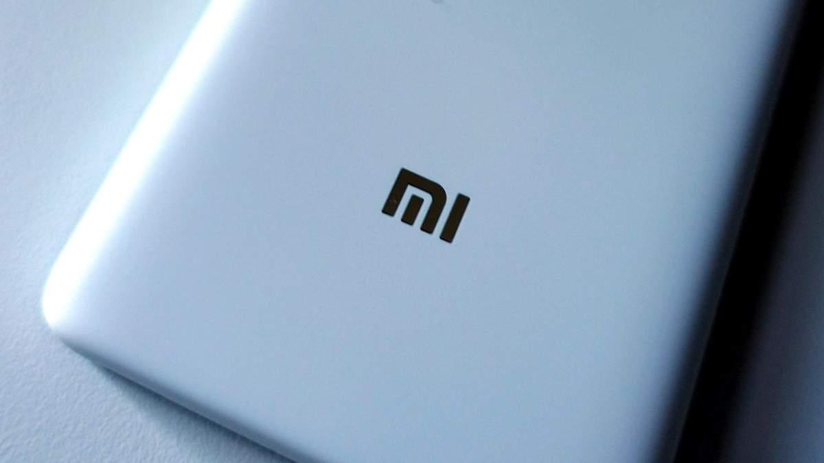 """Xiaomi запатентувала дивний """"виріз"""" в дисплеї"""