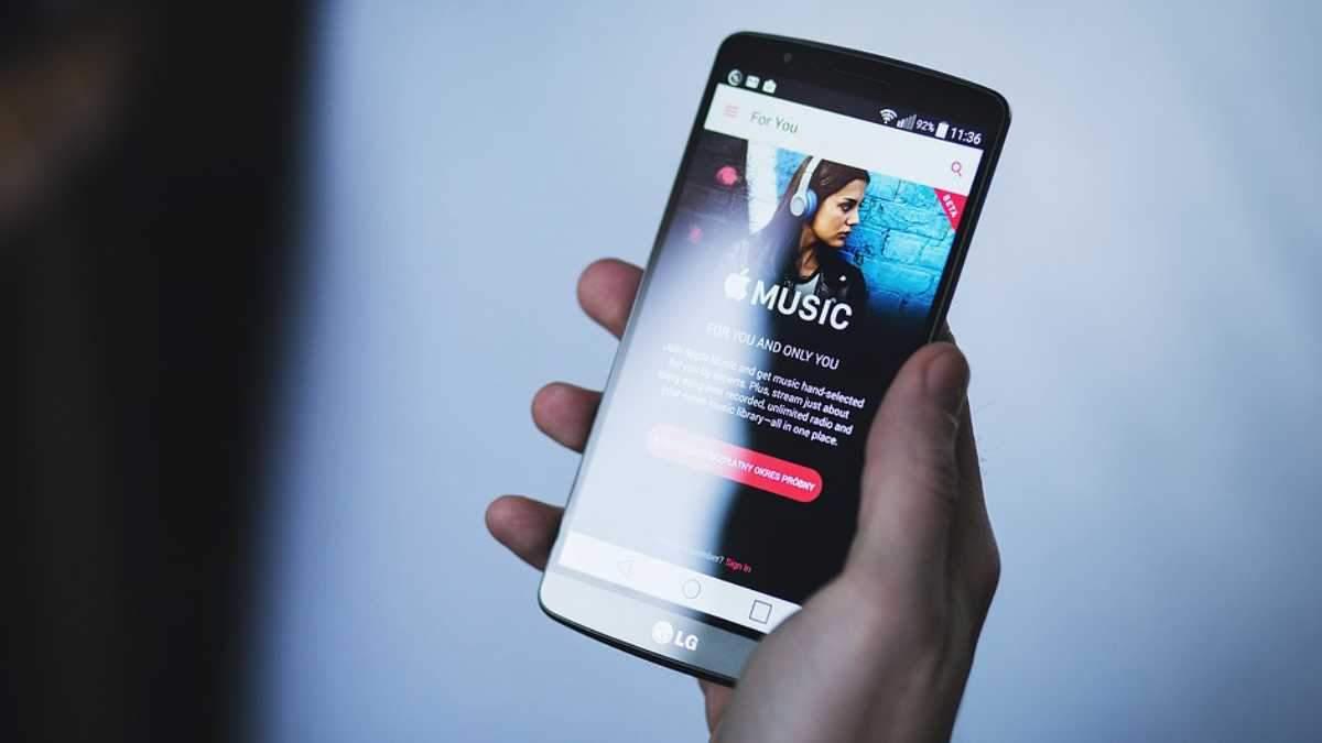 Приват повертає гроші користувачам за підписку на Apple Music