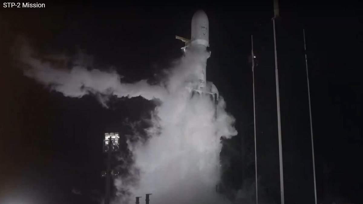 SpaceX Ілона Маска запустила Falcon Heavy з рештками 152 людей
