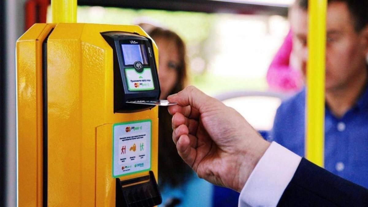 Киевляне могут платить в общественном транспорте с помощью приложения