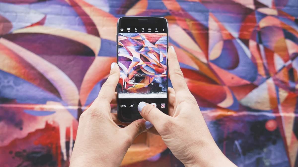 """Випустили новий додаток для """"видалення"""" людей із фото"""