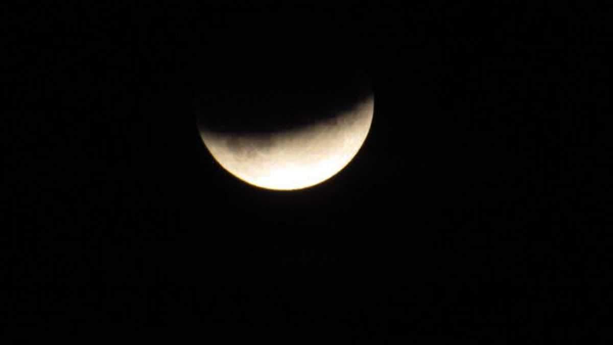 Місячне затемнення 2019: фото Місяця з космосу