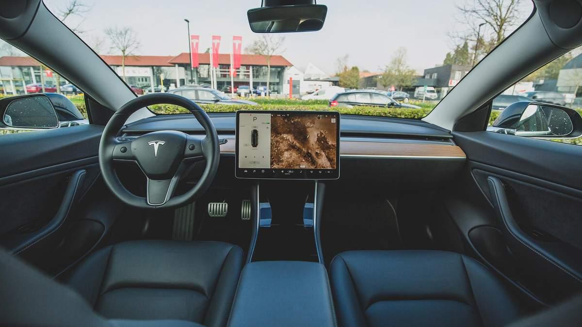 Електрокари Tesla отримають вбудовані додатки YouTube та Netflix