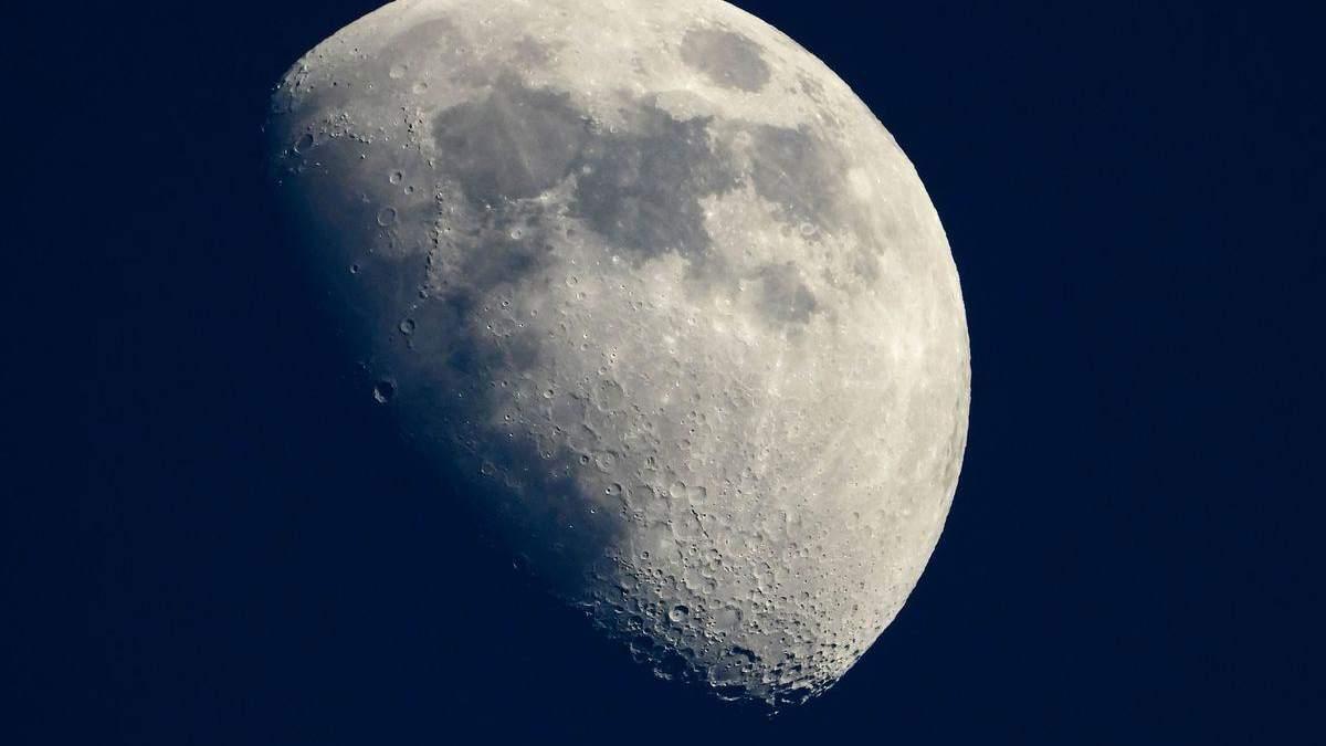 Місяць виявився набагато старшим, ніж припускали