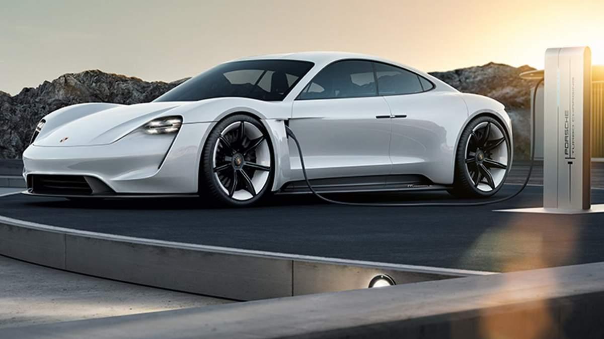 """Первый электрокар компании Porsche Taycan испытали на """"выносливость"""": невероятное видео"""