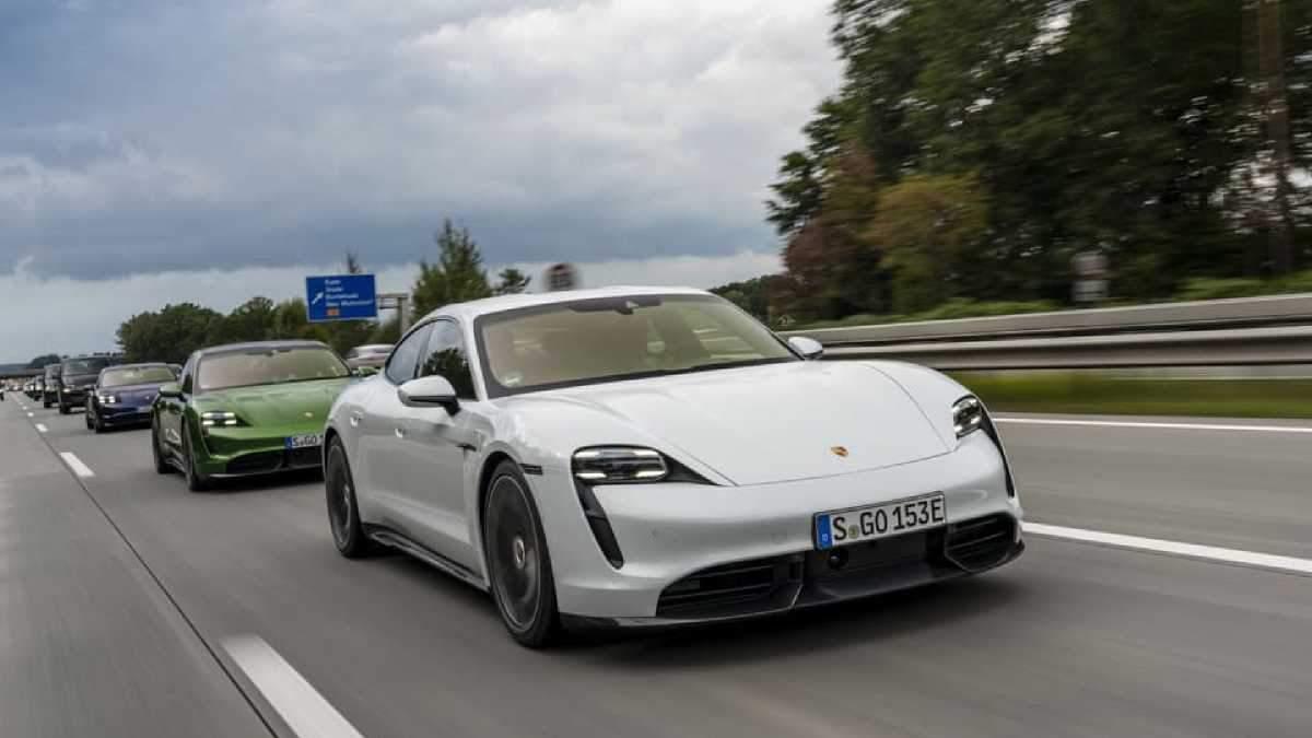 Первый электрокар Porsche Tyacan