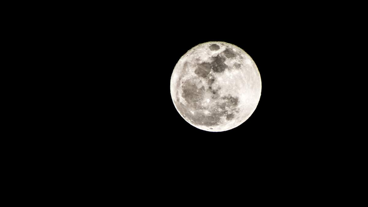 """NASA показало новый """"лунный"""" космический скафандр"""