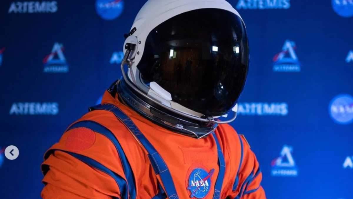 У NASA показали нові скафандри для польотів на Місяць і Марс